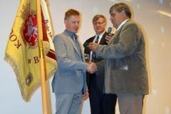 Wręczenie odznak przez Prezesa Pogórskiego Związku Leszka Bodziocha wraz z Prezesem Koła Brzesko Januszem Filipem (1)
